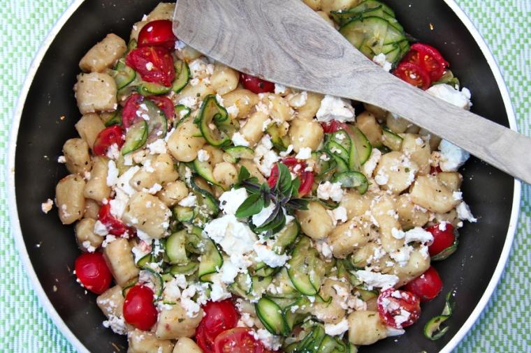 Gnocchi mit Zucchini und Tomaten